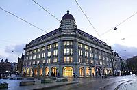 Nederland  Amsterdam - 12-01- 2021. Het Hirsch gebouw aan het Leidseplein. In dit gebouw is oa Apple gevestigd.   Foto : ANP/ HH / Berlinda van Dam