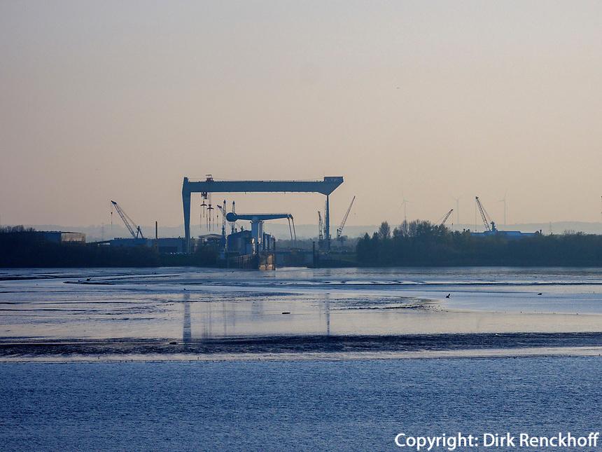 Sietas Werft, Elbe in Hamburg-Blankenese, Deutschland, Europa<br /> Sietas shipyard, river Elbe in Hamburg Blankenese, Germany, Europe