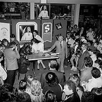 Celine Dion a des debuts en 1981-82<br /> - promotion d'un album disponible en exclusivite chez STEINBERG<br /> <br /> PHOTO :  Agence Quebec Presse