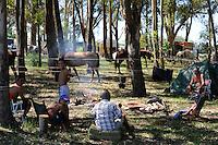 URUGUAY, people at Barbecue during horse riding contest / Besucher bei einem Pferderennen grillen Fleisch am Wochenende