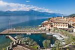 Italy, Veneto, Lake Garda, Torri del Benaco: small harbour at East Bank of Lake Garda | Italien, Venetien, Gardasee, Torri del Benaco: kleiner Hafen am Ostufer des Gardasees