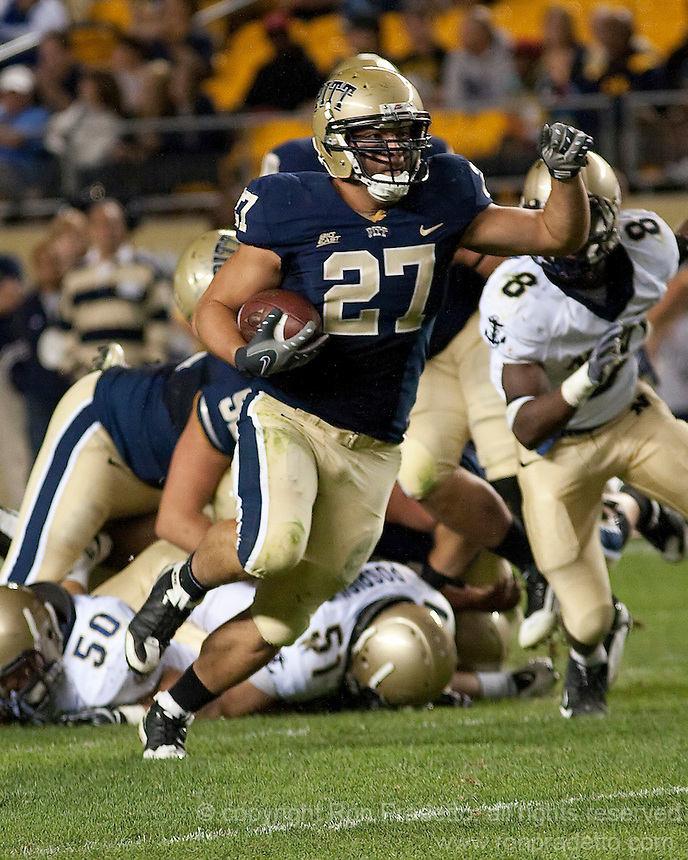Pittsburgh fullback Henry Hynoski (27). The Pittsburgh Panthers defeated the Navy Midshipmen 27-14 at Heinz Field, Pittsburgh, PA.