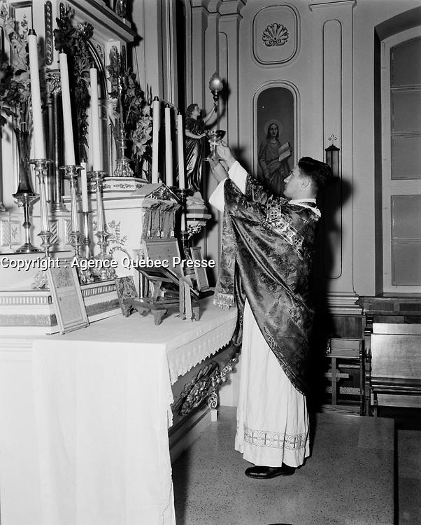 La messe traditionelle au Quebec<br /> ,dans les annees cinquantes,<br /> quebec, Septembre 1952<br /> <br /> PHOTO : : Agence Quebec Presse