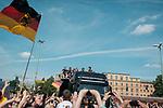 Berlin, 15.07.2014. Die Ankunft der Deutschen Fussballnationalmannschaft in Berlin.<br /> <br /> English: Berlin Welcomes the World champions, German soccer national team wins FiFA World Cup in Brazil, welcome party in Berlin, Germany, June 15, 2014. Arrival of the champions on an open truck