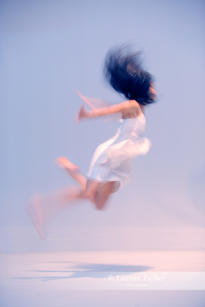 "KAORI<br /> Kaori Ito dans ""The island of no memories""<br /> Micadanse, Paris le 19/08/2010"