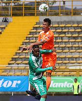 BOGOTÁ - COLOMBIA, 27-04-2019:David Camacho (Izq.) jugador de La Equidad  disputa el balón con Francisco Baez (Der.) jugador del Envigado durante partido por la fecha 18 de la Liga Águila I 2019 jugado en el estadio Metropolitano de Techo de la ciudad de Bogotá. /David Camacho (L) player of La Equidad fights the ball  against of Francisco Baez (R) player of Envigado  during the match for the date 18 of the Liga Aguila I 2019 played at the Metropolitano de Techo  stadium in Bogota city. Photo: VizzorImage / Felipe Caicedo / Staff.