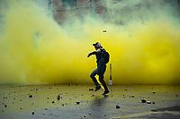 """BOGOTA - COLOMBIA, 13-09-2018: El día jueves se presentaron protestas por el fin del programa """"ser pilo paga"""" y también algunos enfrentamientos entre estudiantes de la Universidad Pedagógica Nacional y la policia, los cuales empezaron desde las 12 del medio día y finalizaron aproximadamente a las 5 de la tarde. / On thursday, it presented some protests for the end of the program """"ser pilo paga"""" and olso some confrontations betwen students of the National Pedagogica university and members of the police, which started at noon and finished at 5 pm. Photo: VizzorImage / Nicolas Aleman / Cont"""
