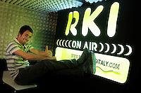 Marco, tecnico di regia. La redazione di Radio Kaos ItaLIS ,web radio di e per sordi, progetto creato dall'Associazione culturale Radio Kaos Italy..The editorial staff of Radio Kaos ItaLIS, web radio for the deaf, the project created by the Cultural Radio Kaos Italy.