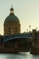 France, Haute-Garonne (31), Toulouse, pont Saint Pierre sur la Garonne, hospice Saint Joseph de la Grave // : France, Haute Garonne, Toulouse, St. Peter's bridge over the Garonne, Hospice St. Joseph de la Grave