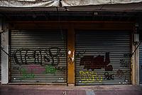 Atene, negozi chiusi per la crisi economica