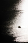 Bootsfahrt im Gegenlicht ueber einen Binnensee | boat trip in back light on an inland lake