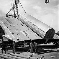 mai 1968.  convoi transportant des éléments de l'avion Concorde