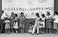 - Nicaragua, citizens queued to a public office in the city of Matagalpa (January 1988)<br /> <br /> - Nicaragua, cittadini in coda ad un ufficio pubblico nella città di Matagalpa (gennaio 1988)