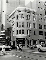 1987 FILE PHOTO - ARCHIVES -<br /> <br /> The historic Jamieson Building; at 2 Queen St. W.; has undergone a facelift that includes aluminium panels in two colors and the addition of a sixth floor.<br /> <br /> 1987<br /> <br /> PHOTO :  Erin Comb - Toronto Star Archives - AQP