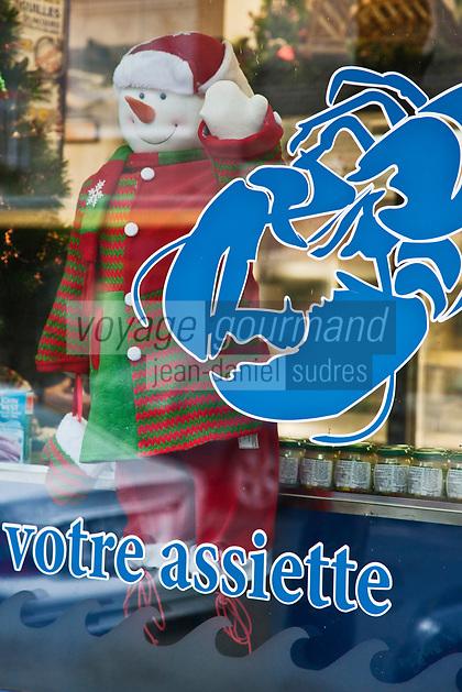 Amérique/Amérique du Nord/Canada/Québec/Montréal: Vitrine de Noël   d'une poissonnerie en face du  Marché Jean Talon