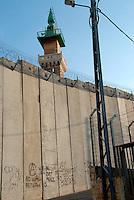 Gerusalemme / Israele.Il muro costruito dalle autorità israeliane a Gerusalemme est..Foto Livio Senigalliesi