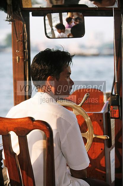Thaïlande/Bangkok: Navigation sur le Chao Phraya - Pilote d'un bateau