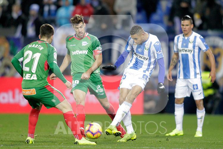 CD Leganes' Youssef En-Nesyri (R) and Deportivo Alaves'  Martin Aguirregabiria (L) andManu Garcia during La Liga match. November 23,2018. (ALTERPHOTOS/Alconada)