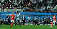 SAO PAULO - BRASIL -09-07-2014. Lionel Messi (#10) jugador de Argentina (ARG) disputa un balón con Wesley Sneijder (#10) jugador de Holanda (NED) durante partido de las semifinales por la Copa Mundial de la FIFA Brasil 2014 jugado en el estadio Arena de Sao Paulo./ Lionel Messi (#10) player of Argentina (ARG) fights the ball with Wesley Sneijder (#10) player of Netherlands (NED) during the match of the Semifinal for the 2014 FIFA World Cup Brazil played at Arena de Sao Paulo stadium. Photo: VizzorImage / Alfredo Gutiérrez / Contribuidor