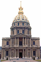 Paris: Hotel des Invalides--Eglise du Dome, 1679-1691. Jules Hardouin-Mansart, great nephew of F. Mansart. Striking gilded dome, French Baroque style. Photo '90.