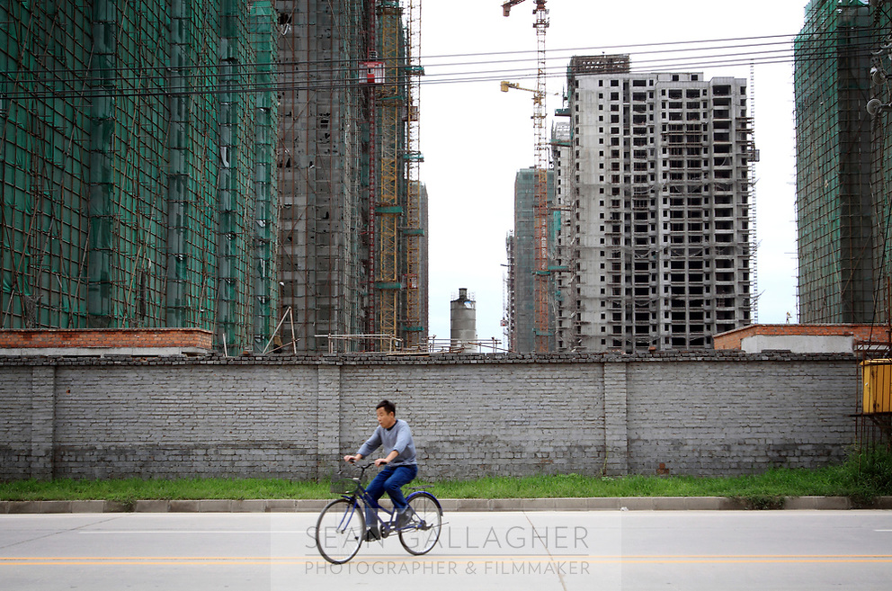 CHINA. Beijing. Developments in the Tiantongyuan suburb north of Beijing.2009