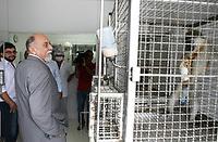 O governador Simão Jatene visitou na manhã desta segunda-feira (21), o Instituto Evandro Chagas, em Ananindeua, onde foi recebido pela diretora Elizabeth Santos.<br /> Na foto o governador Simão Jatene visita o Centro de Primatas.<br /> <br /> FOTO: CRISTINO MARTINS/AG. PARÁ<br /> DATA: 21-02-2011<br /> ANANINDEUA-PARÁ