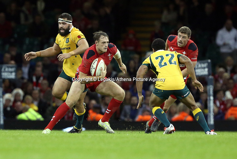 Pictured: of Wales (C) attempt to avoid a tackle by Will Genia of Australia (22)  Saturday 08 November 2014<br /> Re: Dove Men Series rugby, Wales v Australia at the Millennium Stadium, Cardiff, south Wales, UK.