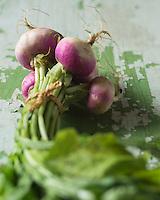 Gastronomie:  Navets violets d'agriculture biologique // Gastronomy: Purple organic turnips