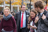 """Mehrere tausend Menschen protestierten am Sonntag den 25. Oktober 2020 in berlin gegen die Coronaregeln der Bundeslaender und der Bundesregierung. Unter ihnen etliche Anhaenger von Verschwoerungstheorien, Impfgegner und Rechtsextreme. Sie hielten Schilder auf denen der Virologe Prof. Christian Drosten und der ehemalige Microsoft-Chef Bill Gates als Straeflinge abgebildet waren, zum Widerstand gegen einen """"Corona-Faschismus"""" aufgerufen und Impfungen als """"Menschenversuche"""" bezeichnet wurden. Weiter wurde ein Ende der Test gefordert und die zweite Corona-Welle als normale Herbstgrippe bezeichnet wurde.<br /> Sie zogen ohne Genehmigung in mehreren Zuegen durch den Bezirk Mitte, zum Teil ohne Polizeibegleitung. Der Polizei gelang es erst nach etwa einer Stunde die Demonstrantionszuege zu begleiten.<br /> Vereinzelt kam es am Rande zu Gegenprotesten, denen Srechchoere """"Nazis raus!"""" und """"Reiht euch ein!"""" entgegen gerufen wurde.<br /> In der Bildmitte: Andreas Wild, Mitglied der rechtsnationalistischen """"Alternative fuer Deutschland"""" (AfD). Wegen seiner rechtsextremen Ansichten wurde er von seiner Partei aus der Fraktion im Berliner Abgeordnetenhaus ausgeschlossen, ist jedoch weiter Parteimitglied.<br /> 25.10.2020, Berlin<br /> Copyright: Christian-Ditsch.de"""