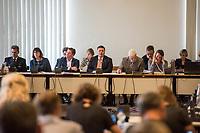 Sondersitzung Innenausschuss des Berliner Abgeordnetenhauses am Montag den 17. September 2018.<br /> Die Oppositionsfraktionen CDU und FDP hatten die Sitzung beantragt, da sie die Ernennung der frueheren Polizei-Vizepraesidentin Margarete Koppers zur Generalstaatsanwaeltin scharf kritisieren. Dem InnensenatorAndreas Geisel (SPD) wird vorgeworfen, ein Disziplinarverfahren gegen die fruehere Polizei-Vizepraesidentin unterbunden zu haben. Gegen Koppers laufen Ermittlungen Wegen der vergifteten Polizei-Schiessstaende. Ihr wird vorgeworfen, als Polizei-Vizepraesidentin zu wenig gegen die schadstoffbelasteten Schiessstaende getan zu haben. Erst Anfang September starb ein Schiesstrainer.<br /> Im Bild vlnr.: Marco Langner, Polizeivizepraesident; Martina Gerlach, Staatssekretaerin fuer Justiz; Torsten Akmann, Staatssekretaer der Senatsinnenverwaltung; Innensenator Andreas Geisel; Peter Trapp, Ausschussvorsitzender.<br /> 17.9.2018, Berlin<br /> Copyright: Christian-Ditsch.de<br /> [Inhaltsveraendernde Manipulation des Fotos nur nach ausdruecklicher Genehmigung des Fotografen. Vereinbarungen ueber Abtretung von Persoenlichkeitsrechten/Model Release der abgebildeten Person/Personen liegen nicht vor. NO MODEL RELEASE! Nur fuer Redaktionelle Zwecke. Don't publish without copyright Christian-Ditsch.de, Veroeffentlichung nur mit Fotografennennung, sowie gegen Honorar, MwSt. und Beleg. Konto: I N G - D i B a, IBAN DE58500105175400192269, BIC INGDDEFFXXX, Kontakt: post@christian-ditsch.de<br /> Bei der Bearbeitung der Dateiinformationen darf die Urheberkennzeichnung in den EXIF- und  IPTC-Daten nicht entfernt werden, diese sind in digitalen Medien nach §95c UrhG rechtlich geschuetzt. Der Urhebervermerk wird gemaess §13 UrhG verlangt.]