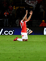BOGOTÁ-COLOMBIA, 09-11-2019: Edwin Herrera de Independiente Santa Fe, celebra la victoria sobre América de Cali, durante partido de la fecha 1 de los cuadrangulares semifinales entre Independiente Santa Fe y América de Cali, por la Liga Águila II 2019, jugado en el estadio Nemesio Camacho El Campín de la ciudad de Bogotá. / Edwin Herrera of Independiente Santa Fe, celebrates  the victory over América de Cali, during a match of the 1 date of the semifinals quarter finals between Independiente Santa Fe and America de Cali, for the Aguila Leguaje II 2019 played at the Nemesio Camacho El Campin Stadium in Bogota city. / Photo: VizzorImage / Luis Ramírez / Staff.