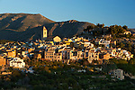 Spain, Costa Blanca, Polop: Traditional mountain village near Benidorm at sunrise | Spanien, Costa Blanca, Polop: traditionelles Bergdorf bei Benidorm bei Sonnenaufgang