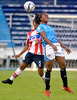 BARRANQUIILLA - COLOMBIA, 03-03-2018: Iceis Briceño (Izq) del Atlético Junior Femenina disputa el balón con Monica Ramos (Der) jugador de Unión Magdalena Femenina durante partido por la fecha 4 de la Liga Femenina Águila 2018 jugado en el estadio Metropolitano Roberto Meléndez de la ciudad de Barranquilla. / Iceis Briceño (L) player of Atletico Junior Femenina struggles the ball with Monica Ramos (R) player of Union Magadalena Women during match for the date 4 of the Aguila Women League 2018 played at Metropolitano Roberto Melendez stadium in Barranquilla city.  Photo: VizzorImage/ Alfonso Cervantes / Cont