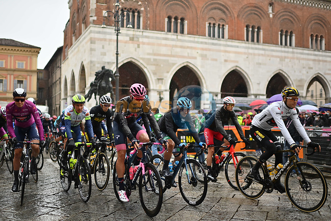 A wet start to Stage 4 of the 2021 Giro d'Italia, running 187km from Piacenza to Sestola, Italy. 11th May 2021.  <br /> Picture: LaPresse/Gian Mattia D'Alberto | Cyclefile<br /> <br /> All photos usage must carry mandatory copyright credit (© Cyclefile | LaPresse/Gian Mattia D'Alberto)