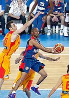 "France`s  Tony Parker (R) in action during European basketball championship ""Eurobasket 2013"" semifinal basketball game between Spain and France in Stozice Arena in Ljubljana, Slovenia, on September 20. 2013. (credit: Pedja Milosavljevic  / thepedja@gmail.com / +381641260959)"