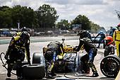 #26: Zach Veach, Andretti Autosport Honda, pit stop
