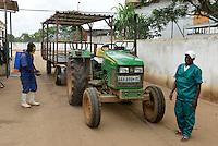 MOZAMBIQUE, Chimoio, chicken farm and slaughterhouse Agro-Pecuaria Abilio Antunes / MOSAMBIK, Chimoio, Huehnerfarm und Schlachthaus Agro-Pecuaria Abilio Antunes