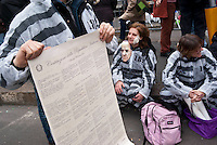 """Milano, """"C-Day"""", presidio in difesa della Costituzione e della scuola pubblica --- Milan, """"C-Day"""", garrison in defense of the Constitution and public school"""
