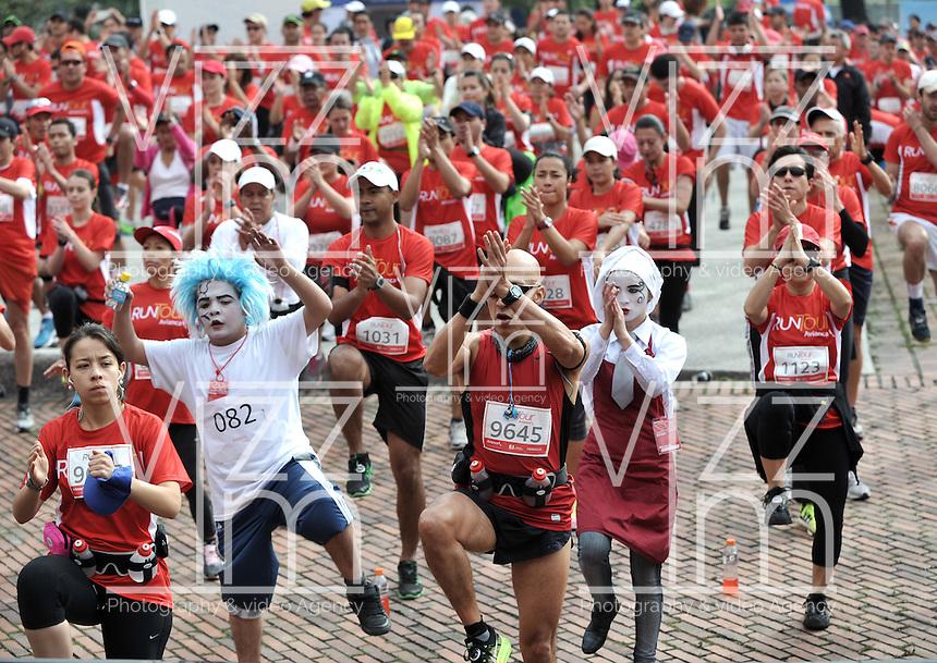 BOGOTA – COLOMBIA – 16-03-2013: Cerca de 10000 atletas participaron en la segunda versión del Avianca RunTour 2014, por las calles de Bogota. Avianca impulsado a promover el atletismo como deporte universal, al tiempo contribuye a la salud de los niños de escasos recursos económicos que requieren atención medica y quirúrgica especializada, es asi como Avianca entrega a la Fundacion Cardio Infantil los dineros recaudados para la dotación de la Unidad de Cuidados Intensivos de Neonatos. / Nearly 10,000 athletes participated in the second version of Avianca RunTour 2014, in the streets of Bogota. Avianca driven to promote athletics as universal sport, while contributing to the health of children of low income who require specialized medical and surgical care, is also Avianca delivery to the Fundacion Cardio Infantil, the monies raised for the endowment of the unit Neonatal Intensive Care. Photo: VizzorImage / Luis Ramirez Staff.