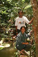 Christiane Kappes mit guide im Dschungel von Manaus.