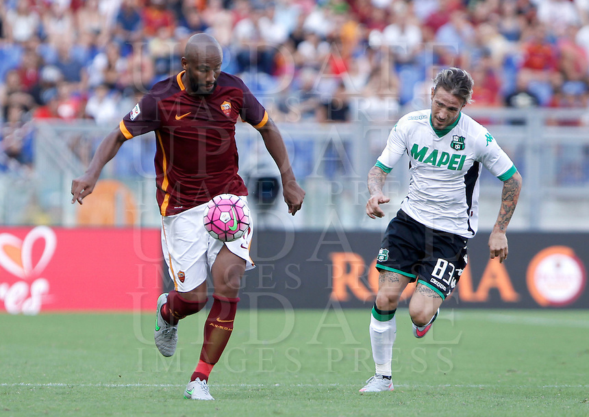 Calcio, Serie A: Roma vs Sassuolo. Roma, stadio Olimpico, 20 settembre 2015.<br /> Roma's Maicon, left, is chased by Sassuolo's Antonio Floro Flores during the Italian Serie A football match between Roma and Sassuolo at Rome's Olympic stadium, 20 September 2015.<br /> UPDATE IMAGES PRESS/Isabella Bonotto