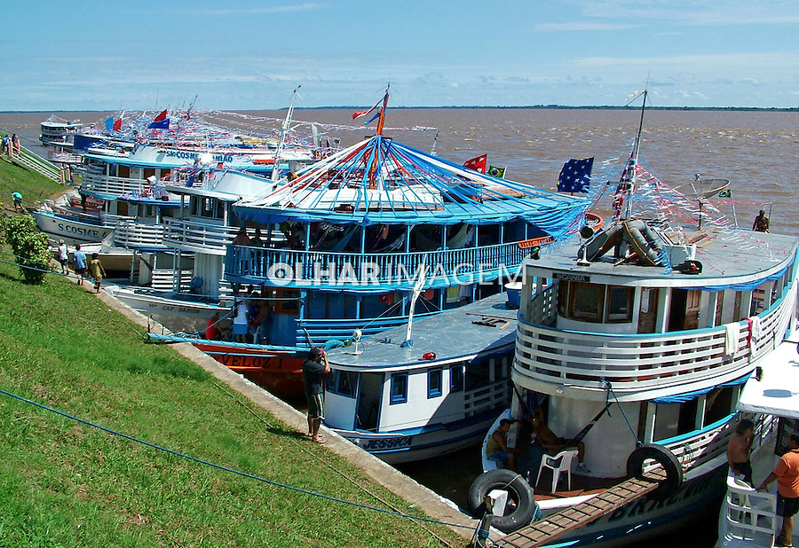 Barcos no Rio Amazonas em Parintins. Amazonas. 2004. Foto de Flávio Bacellar.
