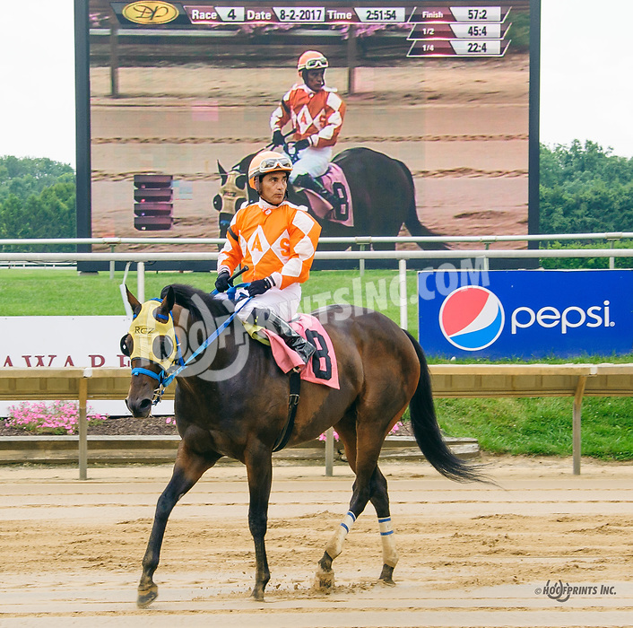 Uncle Leo winning at Delaware Park on 8/2/17
