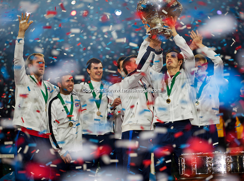 Gent, Belgium, November 29, 2015, Davis Cup Final, Belgium-Great Britain, day three, Andy Murray (GBR) lifts the Davis Cup amongst his team members<br /> Photo: Tennisimages/Henk Koster