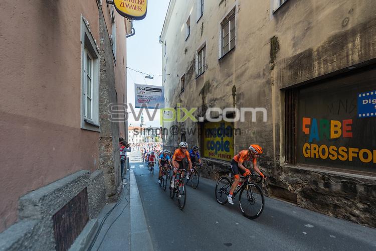 Picture by Richard Blaxall/SWpix.com - 29/09/2018 - Cycling 2018 Road Cycling World Championships Innsbruck-Tirol, Austria - Women's Elite Road Race - Peloton