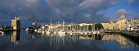 France/17/Charente Maritime/La Rochelle: Le vieux port, la tour Saint Nicolas, la tour de la Chaine, la tour de la Lanterne & la grosse horloge