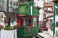 Europe/Espagne/Pays Basque/Guipuscoa/Fontarrabie: détail maisons rues du quartier des pêcheurs