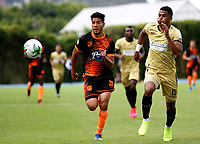RIONEGRO-COLOMBIA, 01-03-2020: Carlos Henao de Rionegro Aguilas Doradas y Michael Nike Torres de Envigado F.C., disputan el balon durante partido de la fecha 7 entre Rionegro Aguilas Doradas y Envigado F.C., por la Liga BetPlay DIMAYOR I 2020, jugado en el estadio Alberto Giraldo de la ciudad de Rionegro. / Carlos Henao of Rionegro Aguilas Doradas and Michael Nike Torres of Envigado F.C. figth for the ball, during a match of the 7th date between Rionegro Aguilas Doradas and Envigado F.C., for the Liga BetPlay DIMAYOR I 2020, played at Alberto Giraldo stadium in Rionegro city. / Photo: VizzorImage / Juan Cardona / Cont.