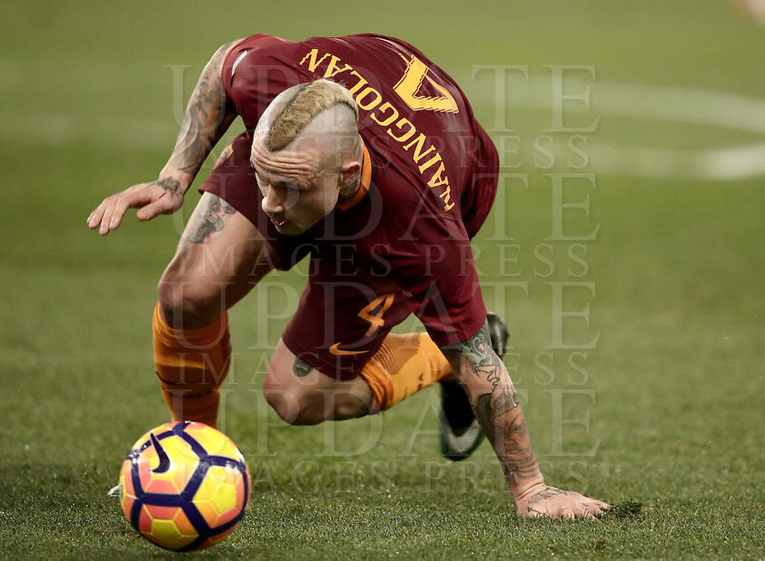 Calcio, Serie A: Roma vs Cagliari, Roma, stadio Olimpico, 22 gennaio 2017.<br /> Roma's Radja Nainggolan in action during the Italian Serie A football match between Roma and Cagliari at Rome's Olympic stadium, 22 January 2017. <br /> UPDATE IMAGES PRESS/Isabella Bonotto