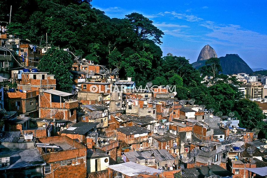 Favela do Morro Santa Marta, Rio de Janeiro. 2002. Foto de Ricardo Azoury.